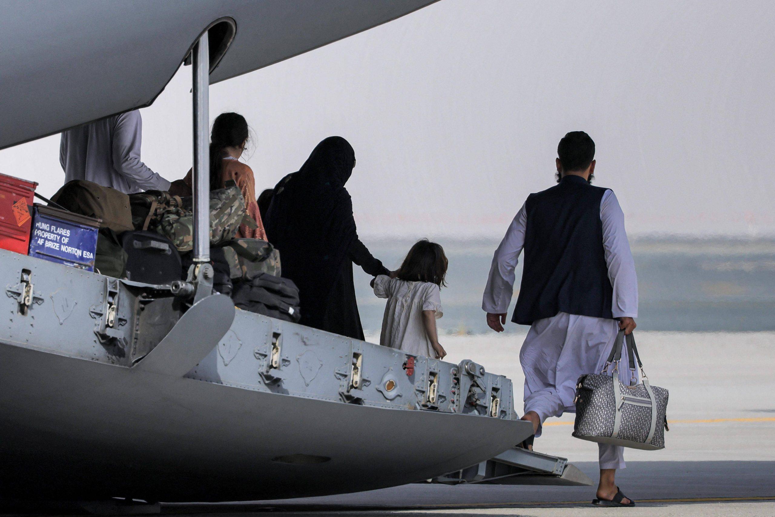 AFGHANISTAN, NEGLI EMIRATI ACCOLTI MIGLIAIA DI RIFUGIATI